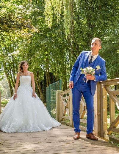 mariés sur un pont