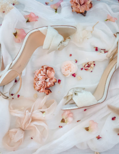 Chaussure et fleurs de mariée