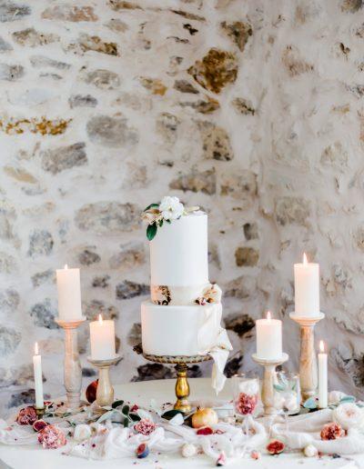 Belle table de marié avec bougies
