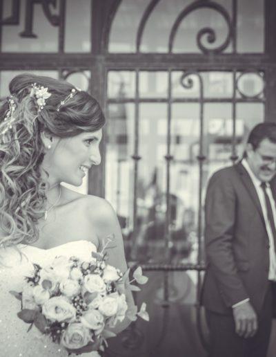 La jolie mariée en noir et blanc