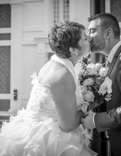 Mariés en noir et blanc